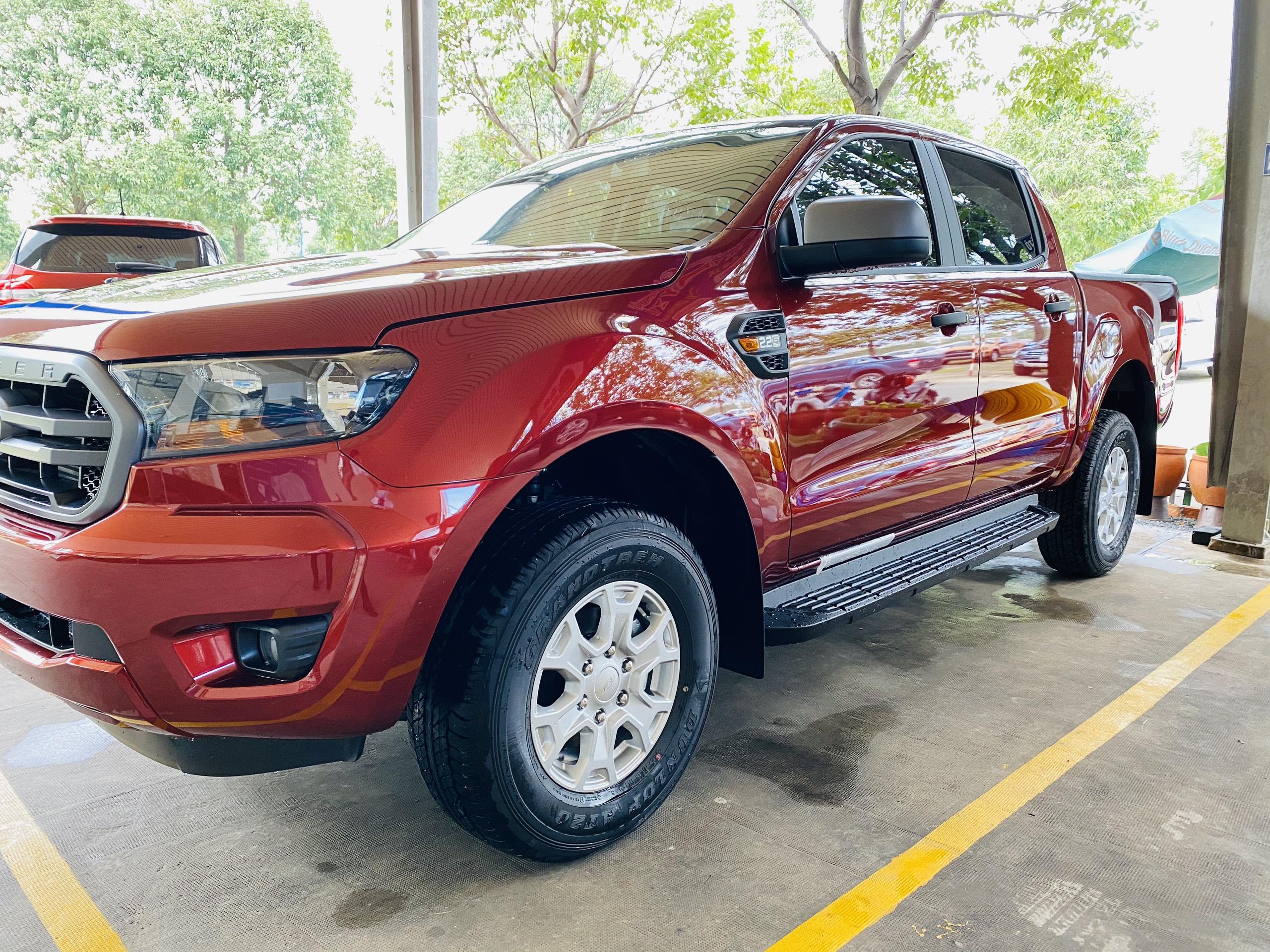 Giá xe Ford Ranger XLS 4x2 AT 2020 rẻ nhất và đánh giá chi tiết