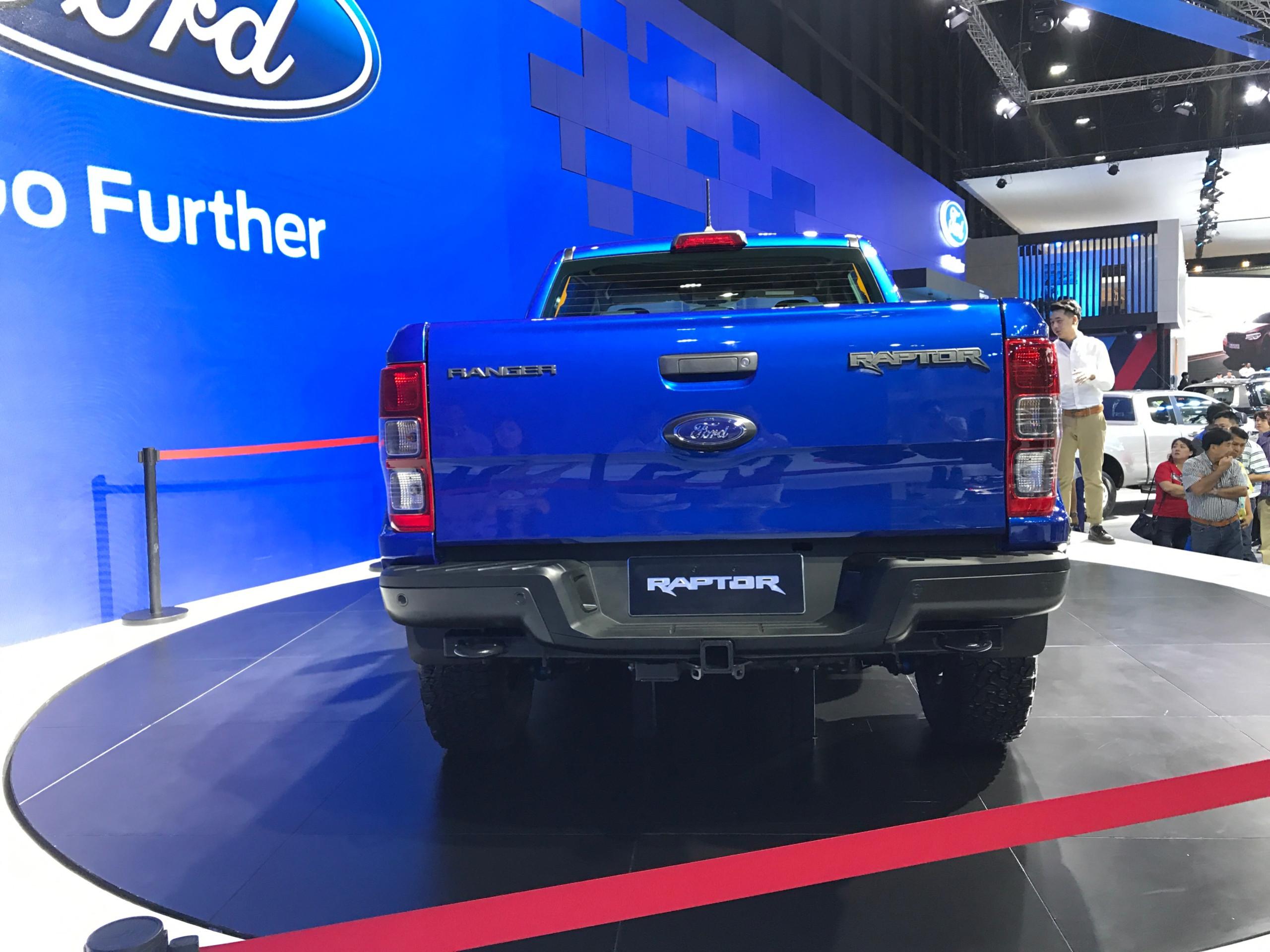 đuôi xe ford ranger raptor mới.jpg
